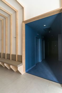 Hekla / Architecture / Interieur / Analabo / Laboratoire d'analyses / Bordeaux / Bois / Mobilier / Banquette / Medical / Trame / Ossature bois / Salle d'attente / Bleu / Monochrome