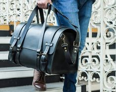 Leather Duffle Bag Men's Overnight Bag Leather by BennyBeeLeather Leather Luggage, Leather Backpack, Leather Handbags, Mens Leather Duffle Bag, Laptop Backpack, Leather Bags, Mens Overnight Bag, Sac Week End, Luxury Bags