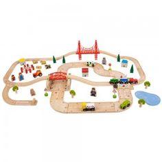 tren de juguete de madera con carreteras