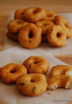 Roshni's Kitchen: Medhu Vadai - Ulundu Vadai - Uzhunnu Vada - Deep Fried Savoury Lentil Donuts