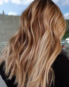 Image May Contain Table And Indoor – Balayage Haare Ombre Hair Color, Hair Color Balayage, Hair Highlights, Strawberry Blonde Highlights, Brown Hair To Strawberry Blonde, Golden Highlights, Color Highlights, Honey Blonde Hair, Red To Blonde