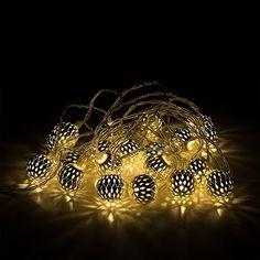 Guirlandes Lumineuse. 20 LED blanc chaud dans lanternes de style Marocain. Décoré globes en acier en Argenté. Alimente par piles, http://www.amazon.fr/dp/B00XYK3F8M/ref=cm_sw_r_pi_awdl_8QB2vb0169BHR