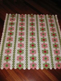 Hexagon Flowers Quilt by DKC22, via Flickr