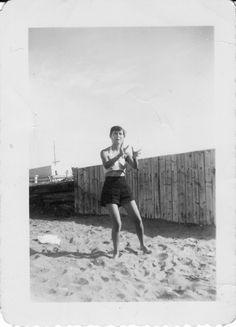Ma mère à l'âge de 20 ans, au Rocher Blanc, à Rimouski. Bas Saint Laurent, Saints, 20 Years Old, The Sea, White People