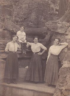 Three Edwardian sisters and their brother (they strongly resemble each other) pose in front a rock wall in French Lick Springs, Indiana. #Edwardian #women #vintage #family