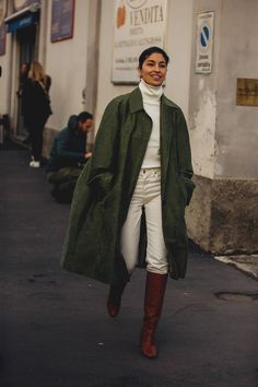 Shop the biggest emerging street-style trends from Milan Fashion Week now. Street Style 2018, Milan Fashion Week Street Style, Fashion Week 2018, Street Style Trends, Cool Street Fashion, Dublin Street Style, Fashion Moda, Trendy Fashion, Winter Fashion