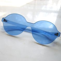 Vintage 60's mod Sunglasses - Pop Art - blue lucite plastic