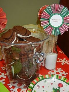 homemade oreos - these are a hit every holiday! Just Desserts, Dessert Recipes, Homemade Oreos, Christmas Nails, Punch Bowls, Nom Nom, Sweet Tooth, Sweet Treats, Snacks