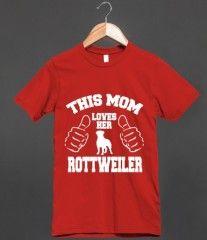 THIS MOM LOVES HER ROTTWEILER (T SHIRT)