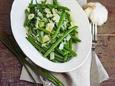 Vihreät pavut ranskalaisittain Seaweed Salad, Asparagus, Green Beans, Vegetables, Ethnic Recipes, Garden Products, Food, Studs, Hoods