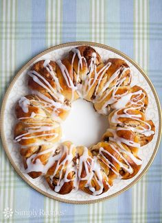 Swedish coffee bread or tea ring, a slightly sweet yeast bread flavored with cardamom, and either braided or made into a wreath-shaped pastry. Perfect for the holidays! Swedish Coffee Bread Recipe, Sweet Yeast Bread Recipe, Swedish Tea Ring Recipe, Yeast Bread Recipes, Baking Recipes, Dessert Recipes, Swedish Bread, Danish Ring Recipe, Swedish Pastry Recipe