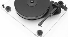 """Pro-Ject Audio Systems bezeichnet ihn als """"ultimate sub-chassis turntable of the 21st century"""", die neueste Generation des Pro-Ject 6Perspex, den Pro-Ject 6Perspex SB."""