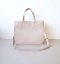 Soft Leather Tote Bag  / Light Beige Pink / Nude / Everyday