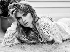 Carlson Young: Photo