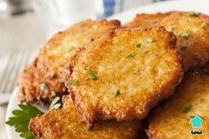 Gluten free and well as meat free, these tasty Cassava Fritters make a great party snack and can be enjoyed as a starter with tomato salsa and salad. Indian Snacks, Mexican Food Recipes, Indian Recipes, Leftover Mashed Potato Pancakes, Mashed Potatoes, Salvadorian Food, Potato Latkes, Food Processor Recipes, Cooking Recipes