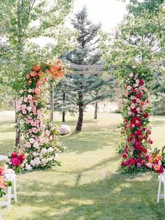 Wedding ceremony arch with orange, fuchsia and pink flowers Wedding Color Combinations, Wedding Color Schemes, Wedding Colors, Color Combos, Wedding Backdrop Design, Wedding Ceremony Decorations, Wedding Ideas, Wedding Ceremony Arch, Ceremony Backdrop