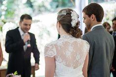 Beatriz + Caio | GRACE KELLY wedding gown and veil and hair accessory by A MODISTA | Foto Vini Brandini |http://vinibrandini.com.br/blog/casamento/casamento-bia-caio-fazenda-montanhas-do-japi-jundiai-sp.html