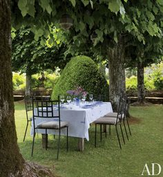 TRADITIONAL EXTERIOR BY CAMILLA GUINNESS  A table is set in the shade of linden trees at a Tuscan villa. ARCHITECT: Bolko von Schweinichen DESIGNER: Camilla Guinness PHOTOGRAPHER: Oberto Gili HOMEOWNER: Ned and Marina Lambton ARTICLE: La Dolce Vita, May 2014 LOCATION: Tuscany, Italy