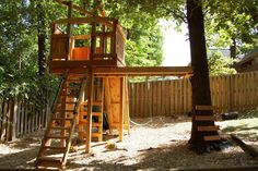 http://www.naturalstatetreehouses.com/2013/06/shadow-valley-treehouse.html