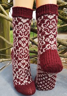 Lenten Rose Socks pattern by Runningyarn Always aspired to figure out how to knit, although unsure where to begin? This Absolute Beginner Knitting Series is exac. Knitting Socks, Hand Knitting, Knitting Patterns, Knit Socks, Fingerless Gloves Crochet Pattern, Fingerless Mittens, Lenten Rose, Knitting Accessories, Sock Yarn