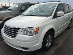 2009 Town and Country limited $11,999 www.carhunterz.com