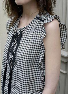 Blouse Caroline vichy - MAISON BRUNET… Blouse Patterns, Clothing Patterns, Blouse Designs, Fashion Pants, Fashion Outfits, Diy Mode, Couture Tops, Blouse Dress, Ss16