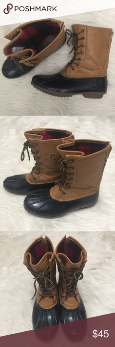⭐️ Madden Girl Duck Boots ⭐️ Gently Used Rain Boots. Size 8.5. True to size. Faux Leather by Madden Girl. Purchased from Nordstrom Rack. No trades. Madden Girl Shoes Winter & Rain Boots