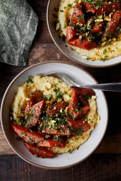 Berbere Butter Braised Carrots with Polenta topped with parsley and toasted pistachios de ensalada de bulgur veganos Vegetarian Options, Vegetarian Recipes, Cooking Recipes, Healthy Recipes, Healthy Meals, Braised Carrots, Polenta, Dinner Recipes, Dinner Entrees