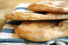 Homemade Whole-Wheat Pita. Homemade whole-wheat pita. It's easy! Pita Recipes, Vegetarian Recipes, Healthy Recipes, Healthy Food, Wheat Pita Recipe, Whole Wheat Pita Bread, Good Food, Yummy Food, Lunch Snacks