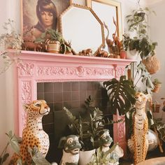 Leopard Decor, Pink Leopard, Leopard Living Rooms, Apartment Party, Leopard Wallpaper, Living Room Decor, Bedroom Decor, Kitsch, Room To Grow