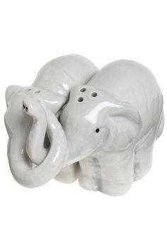 Elephant Salt and Pepper Shakers. Elephant Salt and Pepper Shakers. Home Design, Interior Design, Design Ideas, Design Inspiration, Kitsch, Vintage Kitchen, Retro Vintage, Vintage Style, Elephant Love