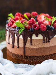Fruit recipes dessert berries 52 new ideas Chocolate Pudding Desserts, Triple Chocolate Mousse Cake, Chocolate Cupcakes, Fruit Recipes, Cheesecake Recipes, Dessert Recipes, Strawberry Cheesecake, Sweet Desserts, Delicious Desserts