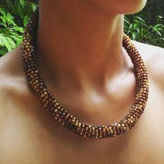 Colar Masai Oxum  Masai inspired necklace Oxum  #macrame #necklace #colar #joia #jewelry #jewelrydesign #slowdesign #biojoias #biojewelry #orisa #orishas #orixa #oxum #osun #oshun