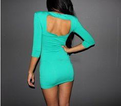 Cor neon fica lindo em meninas de cabelo escuro. Eu AMEI esse vestido!