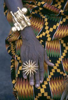 Africa | Paramount Chief ornate bracelet and gold finger-ring, Kumasi, Ghana | © Eliot Elisofon, 1970 #jewelry #inspiration