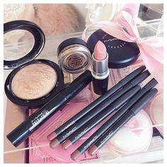 Mac Makeup insta: catherine.mw