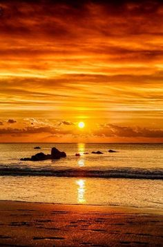 Sunset over the ocean Sunset Pictures, Nature Pictures, Cool Pictures, Beautiful Pictures, Sunset Pics, Beautiful World, Beautiful Places, Sunset Wallpaper, Rainbow Wallpaper