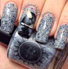 Instagram: Madam Luck - Harry Potter Nails