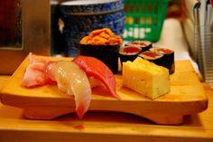 Tokyo:  Acest oraș are o gastronomie excepțională ce include mult mai multe decât popularul sushi. Imaginează-ți boluri aburinde cu tăieței de orez, udon, soba și porc tonkatsu.