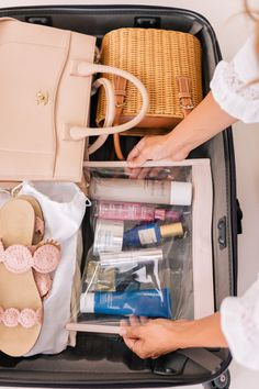 Travel Beauty Essentials To Pack for Every Trip A celebrity m. - Travel Beauty Essentials To Pack for Every Trip A celebrity makeup artist + clea - Suitcase Packing Tips, Packing Tips For Travel, Travel Bags, Packing Ideas, Europe Packing, Traveling Europe, Travel Checklist, Backpacking Europe, Packing Lists