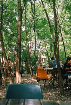 Prinzessinnengarten in Berlin. by no penny for them. Restaurant Tipps Berlin, Berlin Travel, Beer Garden, Garden Cafe, Urban Nature, Urban Farming, Berlin Germany, Oh The Places You'll Go, Indoor Garden
