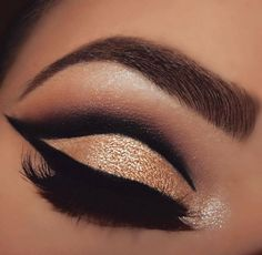 One of the most beautiful eye looks we've ever seen @mua_nina knocks it out of the park using the 35N palette  #MorpheGoals