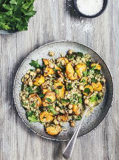 salat med ovnbagte søde kartofler og quinoa.