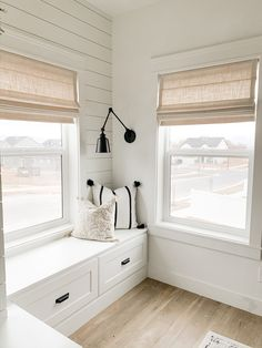 Roman Shades Kitchen, Modern Roman Shades, Linen Roman Shades, Bedroom Blinds, Curtains With Blinds, Bedroom Window Coverings, Basement Window Treatments, Kitchen Window Coverings, Living Room Blinds