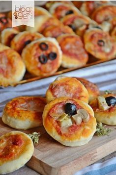 Discover recipes, home ideas, style inspiration and other ideas to try. Beer Recipes, Pizza Recipes, Appetizer Recipes, Mug Cake Low Carb, Potato Balls Recipe, Italian Buffet, Nacho Bar, Snacks Für Party, Antipasto