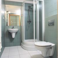 Mała łazienka w bloku: jak ją powiększyć? Pomysły na aranzację łazienki