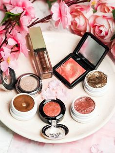 Top single eyeshadows, that you need to try. Including products from Colourpop, Urban Decay, Stila, KIko and NYX. The Violet Blonde - beauty and lifestyle blogger.