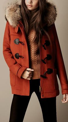 A pop of colour for your dufflecoat ; Love Fashion, Winter Fashion, Fashion Outfits, Fashion Sets, Fall Winter Outfits, Winter Wear, Manteau Duffle Coat, Top Mode, Cool Jackets
