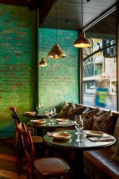 Take your indecisions and see better ideas of decorating your restaurant ! Interior design trends to decor your restaurant! Pub Interior, Restaurant Interior Design, Bathroom Interior Design, Modern Interior Design, Restaurant Furniture, Small Restaurant Design, Design Hotel, Interior Brick Walls, Colorful Restaurant