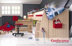 El compacto CHARLY combina lo divertido de una cama alto con lo práctico de incluir una mesa para estudiar. ¡Ideal para los más peques y para ganar espacio en casa!